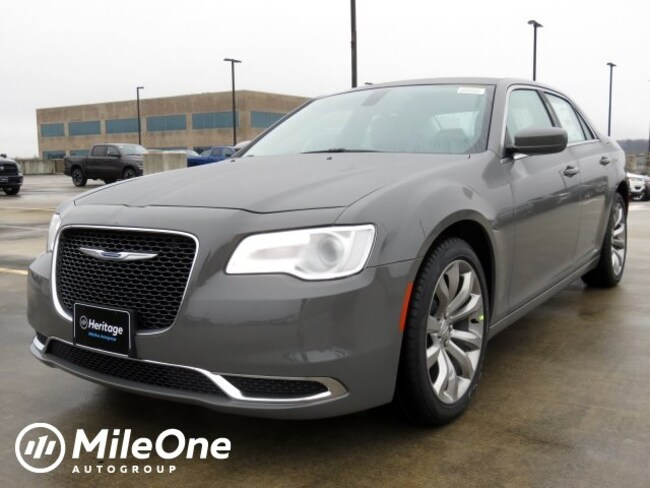 New 2019 Chrysler 300 TOURING L Sedan Owings Mills