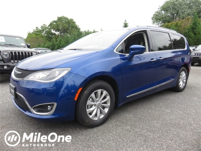New 2019 Chrysler Pacifica TOURING L Passenger Van Owings Mills