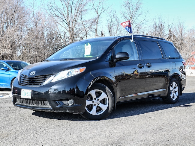 2017 Toyota Sienna 7 Seat, 3.5L V6, Auto, Rearview Camera, Power Group Minivan