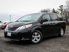 2017 Toyota Sienna LE 8 Seat, Power Sliding Side Drs., Floor Console Minivan