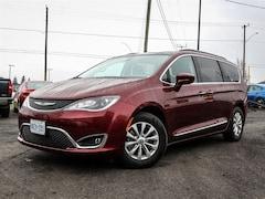 2017 Chrysler Pacifica Touring-L, BACKUP CAMERA, PUSHBUTTON START Minivan