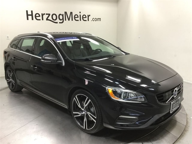 Featured Pre-Owned 2017 Volvo V60 T6 R-Design Platinum Wagon for sale in Beaverton, OR