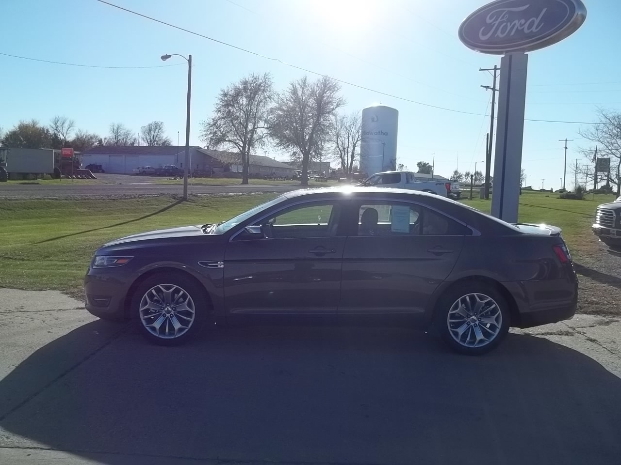 2016 Ford Taurus Limited Front-wheel Drive Sedan