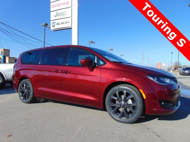 New 2019 Chrysler Pacifica TOURING PLUS Passenger Van in Bluffton, IN