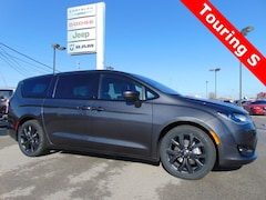 New 2019 Chrysler Pacifica TOURING PLUS Passenger Van 19041 for sale in Bluffton, IN