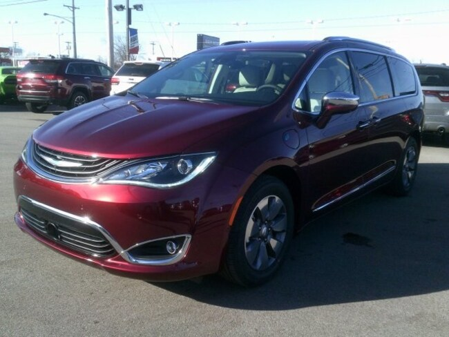 new 2018 chrysler pacifica hybrid for sale in bluffton in near marion huntington aboite. Black Bedroom Furniture Sets. Home Design Ideas