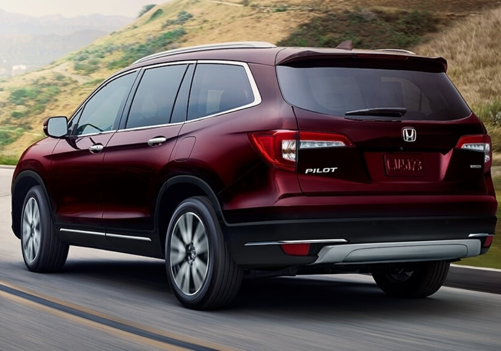 2020 Honda Pilot in-motion driving around a curvy mountain road
