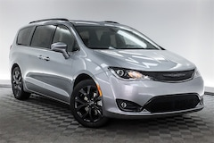 new 2019 Chrysler Pacifica TOURING L Passenger Van for sale in Hardeeville