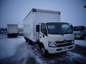 2016 HINO 195 20ft van body /Power gate