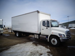 2015 HINO 338/253, 24ft., Lift Gate , Ramp