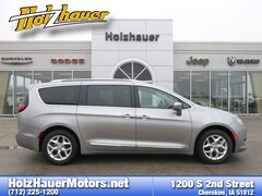 Used vehicles 2018 Chrysler Pacifica Touring L Van for sale near you in Cherokee, IA