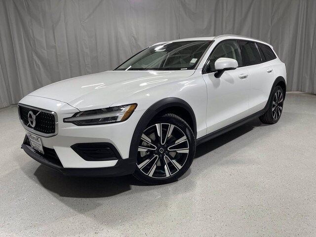 Featured used 2020 Volvo V60 Cross Country T5 AWD for sale in Chicago, IL