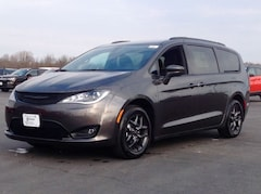 2019 Chrysler Pacifica TOURING L Minivan