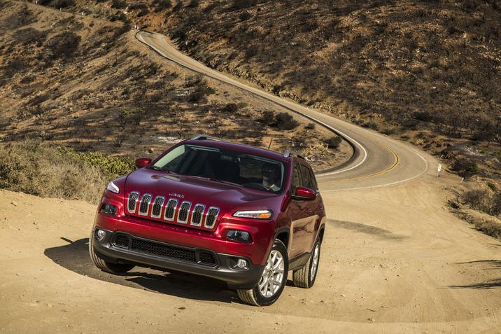 2018 Jeep Cherokee Latitude Front Red Exterior