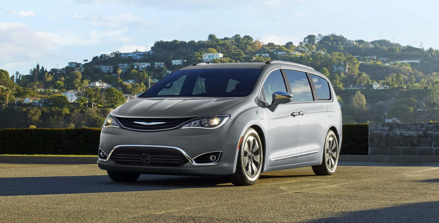 2018 Chrysler Pacifica Front Silver Teal Exterior