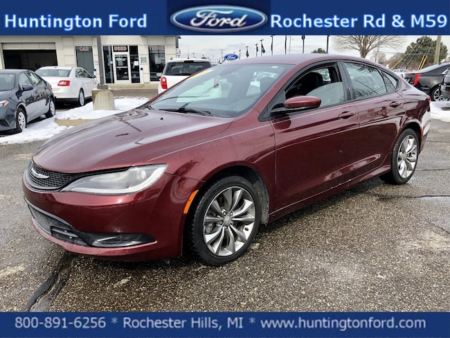 2015 Chrysler 200 S 4dr Car