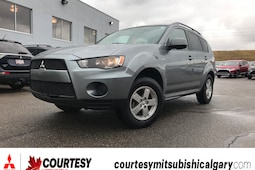2013 Mitsubishi Outlander ES * ALL-WHEEL DRIVE, BLUETOOTH, AND HEATED SEATS SUV