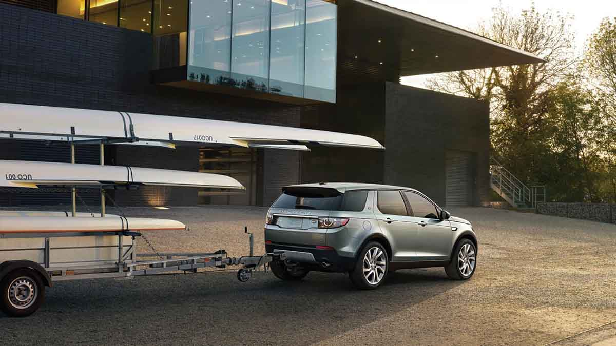 2018 Land Rover Discovery Sport towing.jpg