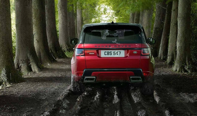 2018 Range Rover Sport driving though mud