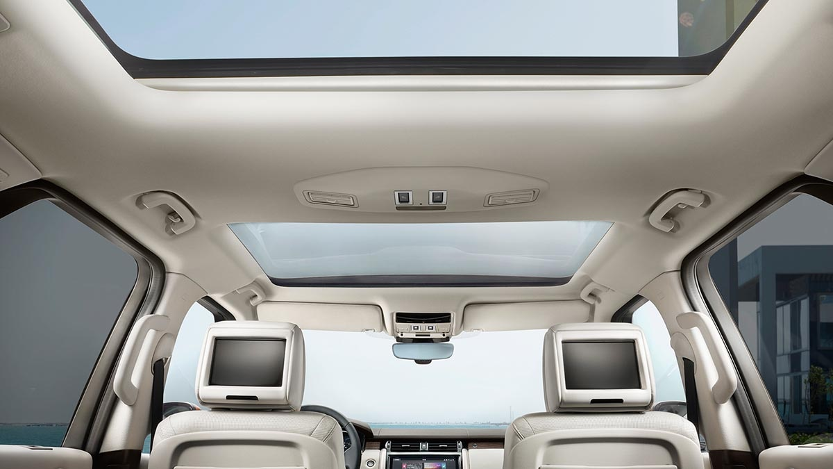 2018 Land Rover Discovery panoramic roof