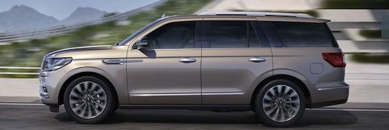 Lincoln Vs Cadillac >> 2019 Lincoln Navigator Vs Cadillac Escalade Comparison Near