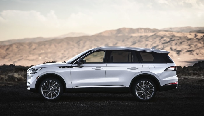 The sleek exterior of the 2020 Lincoln Aviator