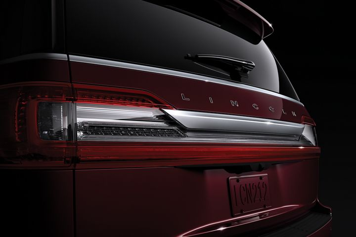 2019 Lincoln Black Label Navigator Themes