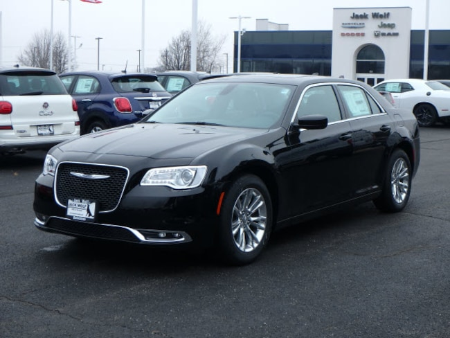 New 2019 Chrysler 300 TOURING L Sedan Belvidere
