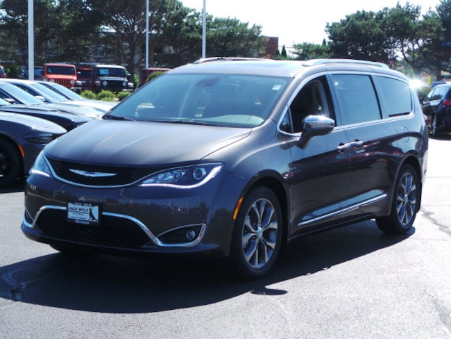 New 2018 Chrysler Pacifica LIMITED Passenger Van Belvidere