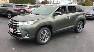 New 2019 Toyota Highlander XLE SUV Lawrence, Massachusetts