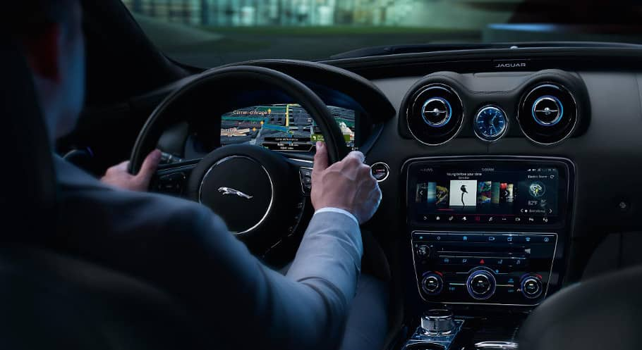 2018 Jaguar XJ interior touchscreen
