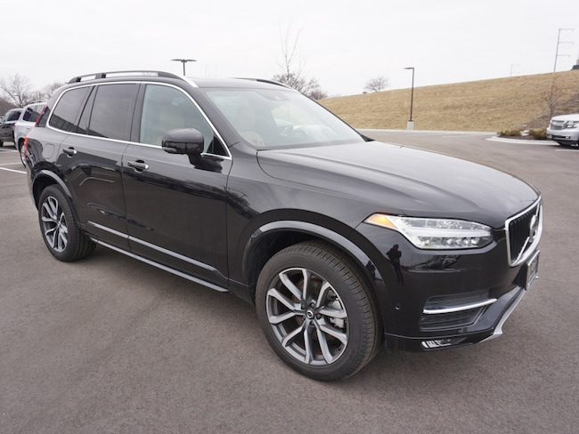 used 2018 Volvo XC90 T6 Momentum SUV in madison wi