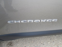 New 2019 Jeep Cherokee LATITUDE PLUS 4X4 Sport Utility in Chinook