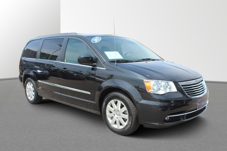 Used 2015 Chrysler Town & Country Touring Wagon For sale in Janesville