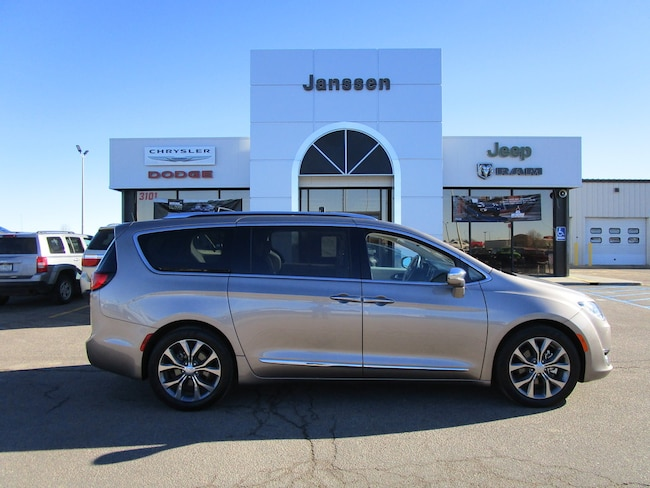 Used 2018 Chrysler Pacifica Limited Van North Platte