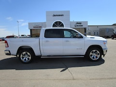 New 2019 Ram 1500 BIG HORN / LONE STAR CREW CAB 4X4 5'7 BOX Crew Cab 1C6SRFFT1KN803285 in-North-Platte-NE