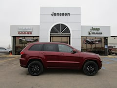 New 2019 Jeep Grand Cherokee Altitude 4x4 Sport Utility 1C4RJFAG2KC600751 in-North-Platte-NE