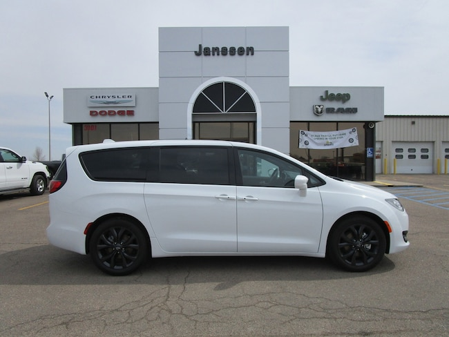 New 2019 Chrysler Pacifica TOURING PLUS Passenger Van for-sale-in-North-Platte