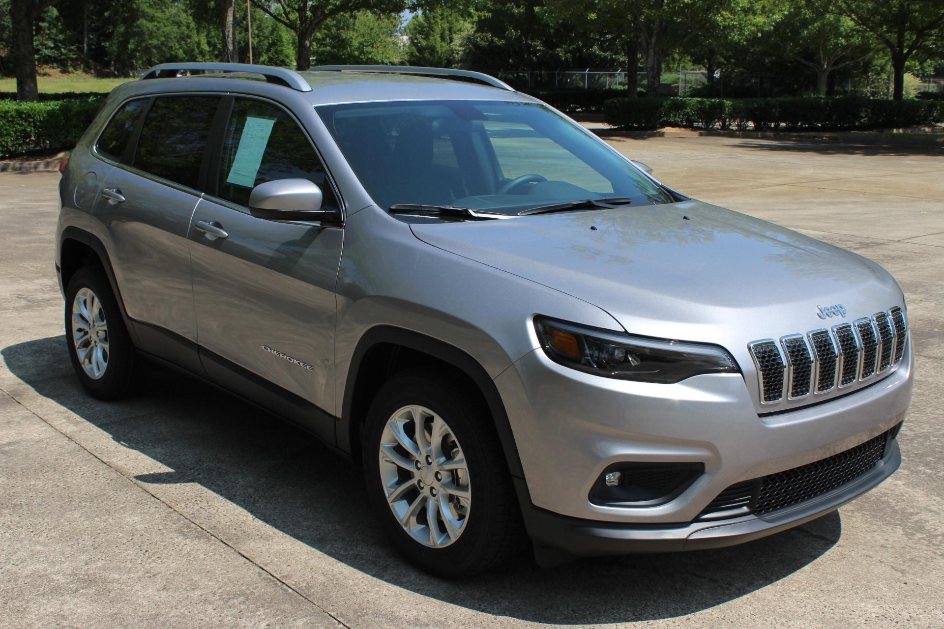 New 2019 Jeep Cherokee LATITUDE FWD Sport Utility for sale in Jasper, GA