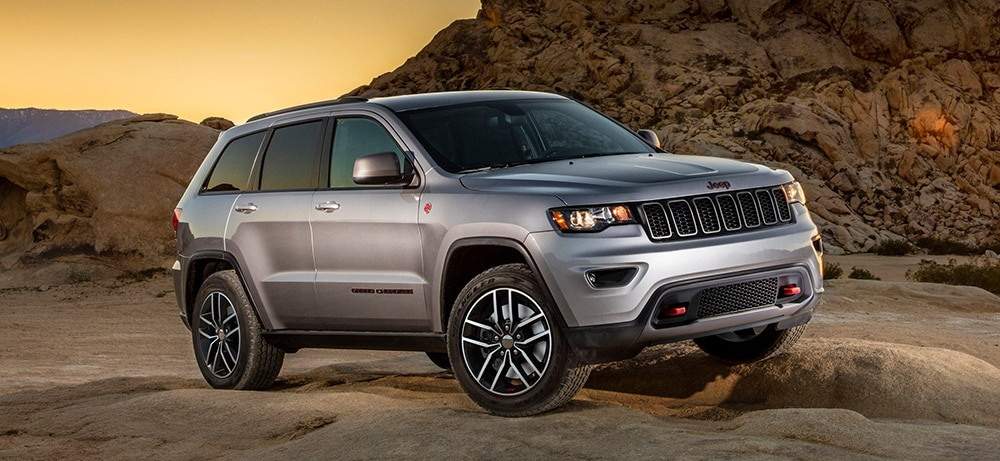 2019 jeep cherokee vs 2018 jeep grand cherokee what 39 s the difference. Black Bedroom Furniture Sets. Home Design Ideas