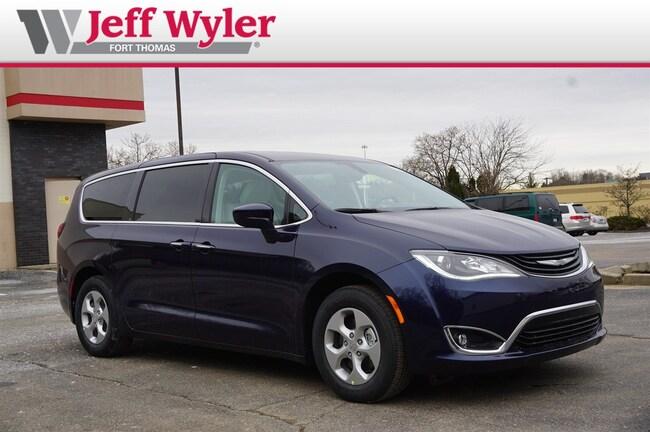 New 2018 Chrysler Pacifica Hybrid TOURING PLUS Passenger Van Ft Thomas
