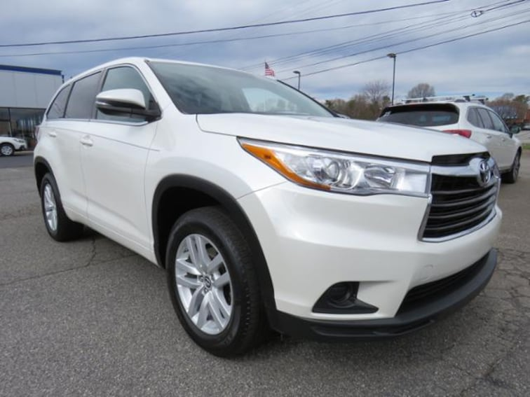 Used 2016 Toyota Highlander FWD  V6 LE SUV 5TDZKRFH6GS142895 in Hickory, NC