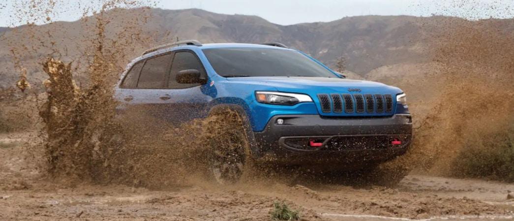 2021 Jeep Cherokee Driving Through Mud