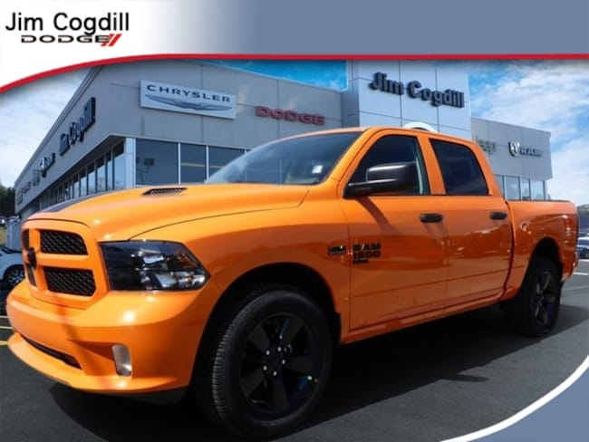 New 2019 Ram 1500 CLASSIC EXPRESS CREW CAB 4X4 5'7 BOX Crew Cab for sale in Knoxville, TN at Jim Cogdill Dodge Chrysler Jeep Ram