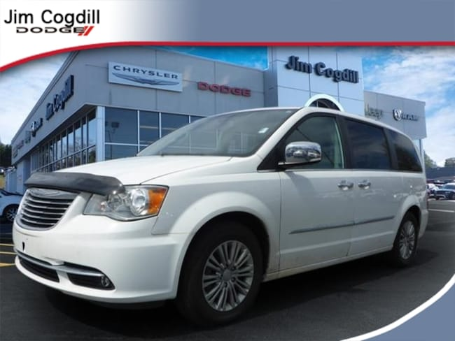 Used 2016 Chrysler Town & Country Touring-L Van LWB Passenger Van For sale near Maryville TN