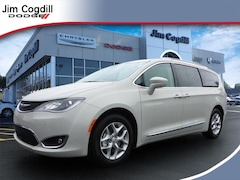 New 2019 Chrysler Pacifica TOURING L Passenger Van For sale near Maryville TN