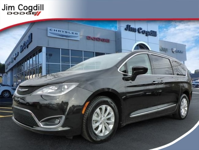 Used 2017 Chrysler Pacifica Touring-L Van For sale near Maryville TN