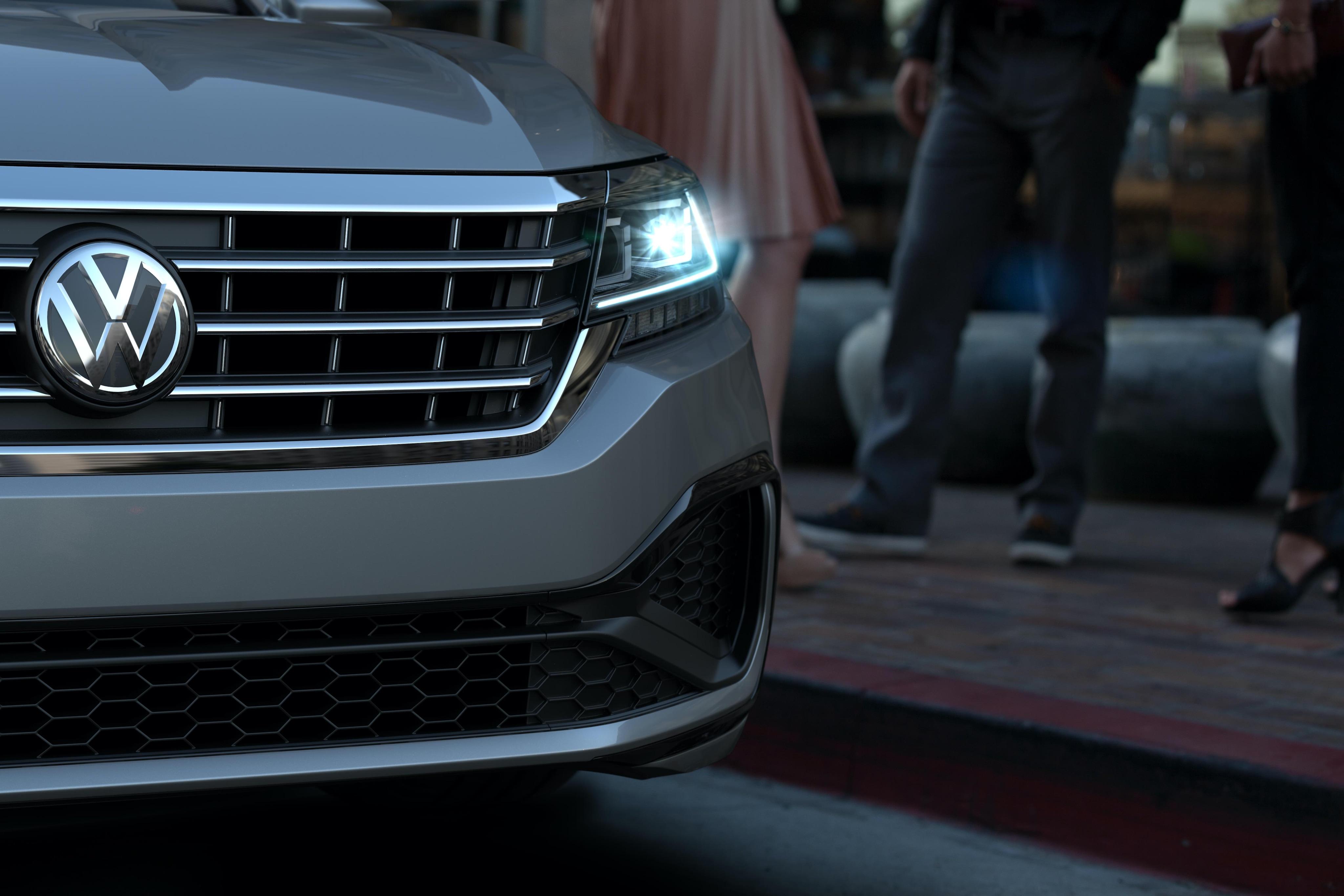 2020 VW Passat R-Line Gray Grille LED Lights
