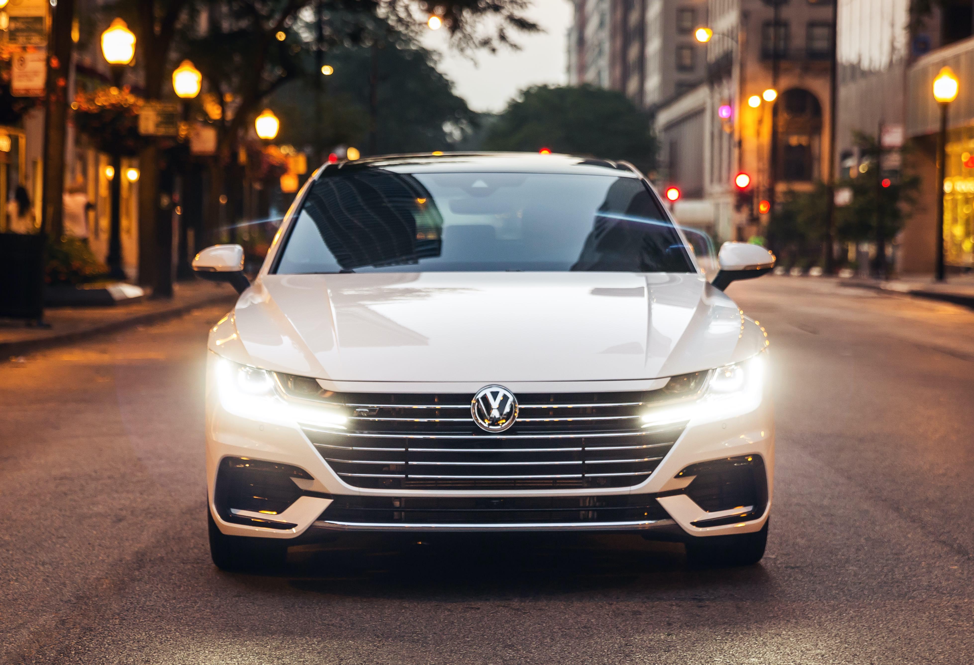 2020 VW Arteon white front view