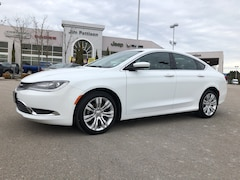 2016 Chrysler 200 Limited,Demo,No accident. Car